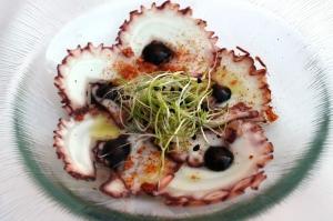 carpaccio de pulpo, pimenton de la vera y sal marina ahumada